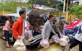 阮玉霖的汽車免費載運濟品。