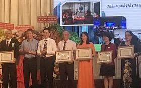 市商業華語培訓中心、市華語成人教育中心分別獲表彰。
