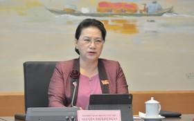 國會主席阮氏金銀主持會議。(圖源:Quochoi.vn)