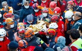 土耳其3歲女孩地震受困65小時被救出。(圖源:路透社)