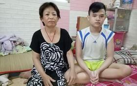 吳金英對自閉症兒子放不下心來。
