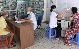 上午7時醫生們已報到並為民眾診治病。