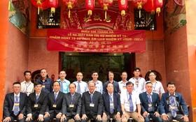 理事長陳大業(前排左五)與各理監事同仁合照。