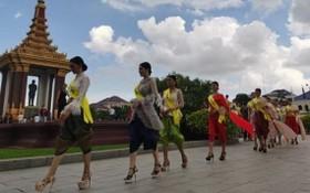 圖為柬埔寨佳麗在金邊參加一場活動為當地旅遊宣傳。(圖源:互聯網)
