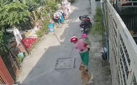 正抱著孩子的翹姐被狗衝出咬傷腿部。 (照片是由受害者家人提供)