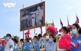 柬埔寨民眾遊行慶祝國慶節。(圖源:VOV)