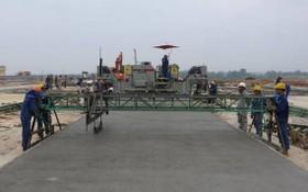 圖為施工中的內牌機場11R/29L跑道。(圖源:維英)