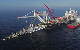 """圖為""""北溪-2""""天然氣管道項目中的海底管道鋪設工作。(圖源:Getty Images)"""