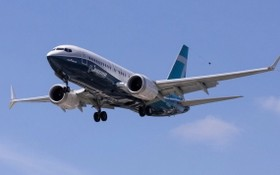 一架波音737 Max客機在空中飛翔。(圖源:互聯網)