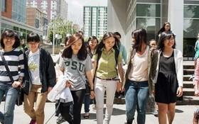 圖為越南留美大學生。(圖源:Bloomberg)