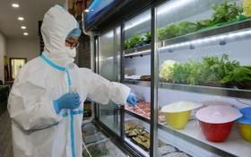 若干國家稱,在進口冷凍食品包裝上驗出新冠肺炎病毒。(示意圖源:Bloomberg)