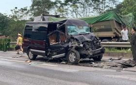 事故現場,16座客車面目全非。(圖源:T.Quân)