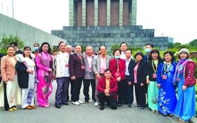 出席全國少數民族代表大會的華人代表合影。
