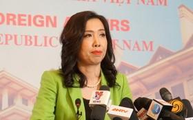外交部發言人黎氏秋姮在新聞發佈會上回答記者提問。(圖源:武英)