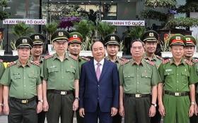政府總理阮春福(前中)同與會代表合影。(圖源:統一)