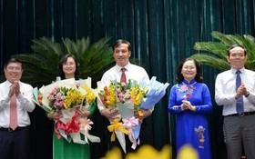市領導祝賀兩位新任市人委會副主席。(圖源:自忠)