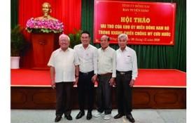 本報編委文忠孝(左二)與原南部東區區委領導合照留念。
