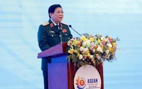 國防部長吳春歷大將主持會議並發表講話。(圖源:越通社)