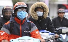 河內市民外出都添置了厚衣。(圖源:互聯網)