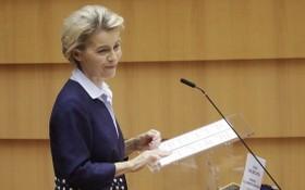 馮德萊恩16日指出跟英國的談判有進展,但不確定能否達協議,圖為當天她在歐洲議會發表談話畫面。(圖源:歐新社)