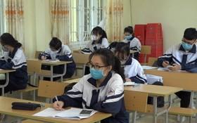 考生在試場內全程佩戴口罩並保持座位間隔。