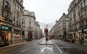 英疫情嚴峻, 倫敦街店舖都關閉。(圖源:新華社)