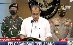 印尼政治、法律和安全事務統籌部長馬福特 30日宣佈取締了伊斯蘭捍衛者陣線。(圖源:視頻截圖)