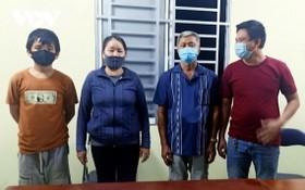被扣押的 4名非法入境者。(圖源:VOV)