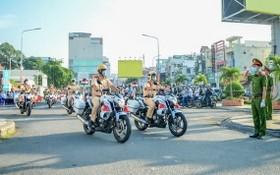 2020年12月15日市公安廳出動警力,全力以赴確保本市社會治安秩序。