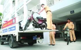 公安力量處理報廢車輛。(圖源:德元)