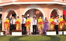 市領導出席守御旗台修繕落成儀式。(圖源:越勇)