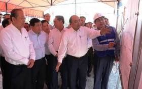 政府總理阮春福視察美順2橋施工現場。(圖源:VGP)