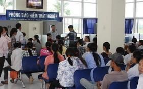 失業者在社會保險機關辦理失業金領取手續。(圖源:VNN)