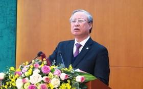 黨中央書記處常務書記陳國旺在會上發表講話。(圖源:賢和)