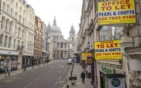 在新冠疫情,英倫敦聖保羅座堂附近已在放租的辦公室。(圖源:AP)