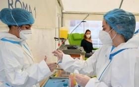 意大利羅馬醫院醫護人員準備進行新冠疫苗接種。(圖源:新華社)