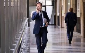 荷蘭公共電視台報導,針對兒童補貼管理不當的缺失,總理呂特(前)領導的政府15日集體辭職。(圖源:Markrutte)