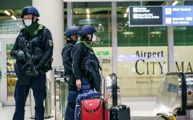 武警在法蘭克福機場警戒防衛。(圖源:DPA)