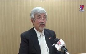 日本越南經濟研究院長森部博之回答記者訪問。(圖源:視頻截圖)