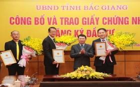 北江省領導向各外國投資商頒發證書。(圖源:北江報)