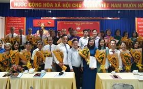 第五郡第十二坊臨時越南祖國陣線委員會集體亮相。