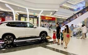 汽車市場的促銷活動吸引客戶。