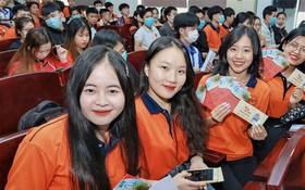 駱鴻大學大學生自1月17日起獲贈送返鄉車票。