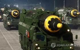 2020年10月10日,朝鮮舉行慶祝建黨節75週年的閱兵儀式。圖為亮相閱兵式的中遠程彈道導彈。 (圖源:韓聯社)