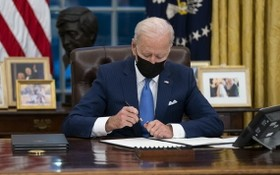 美國總統拜登當地時間2日在白宮簽署第二批涉及移民政策的行政令。(圖源:Getty Images)