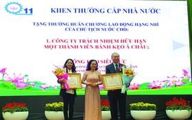 高肇力先生個人和亞洲餅家集體分別獲得國家 授予二等勞動勳章。