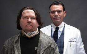 迪梅奧(左)在醫生羅德里格斯的幫助下獲得新生。(圖源:AP)
