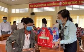 市越南祖國陣線委員會探望同塔省貧困同胞、邊防部隊。