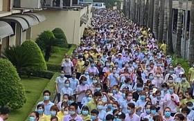 本月25日上午,前江Simone手袋有限責任公司的約8200名工人一律停工。(圖源:美萍)