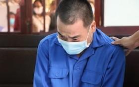 聽到審判長宣判有期徒刑 7年時,被告人阮黃日激動得哭起來。(圖源:竹霞)